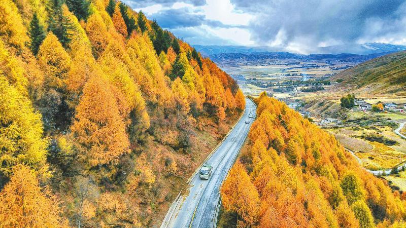 川藏公路创造奇迹之路