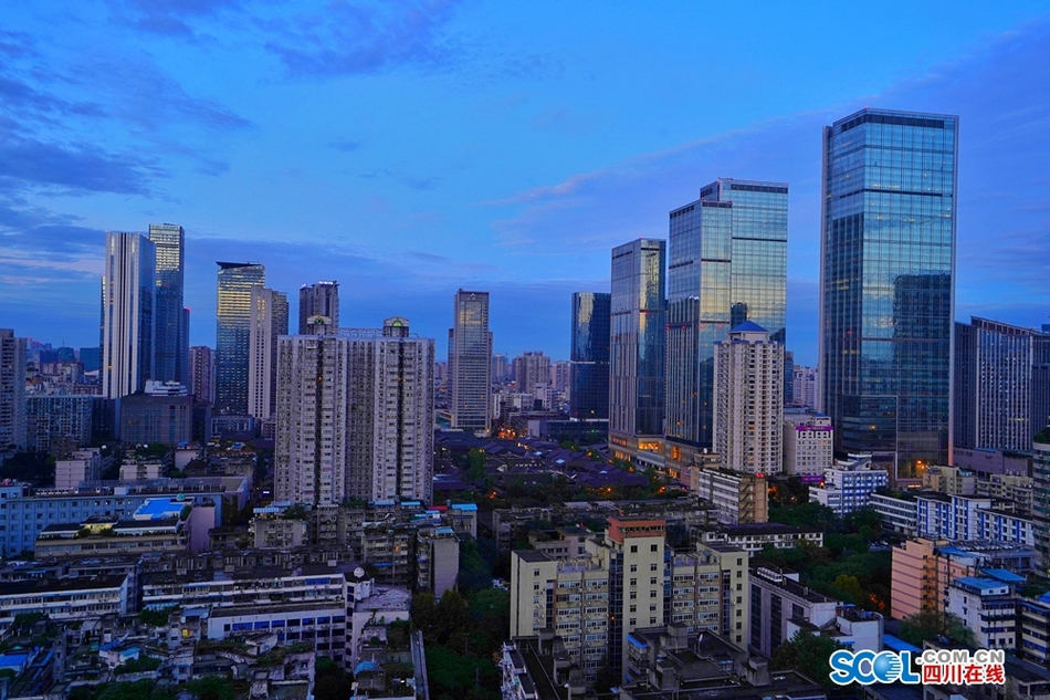 蔚蓝之色唤醒初秋的蓉城