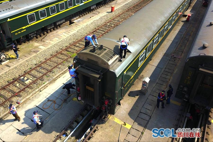 火车怎么体检 到铁路西南最大客车检修整备场一探究竟