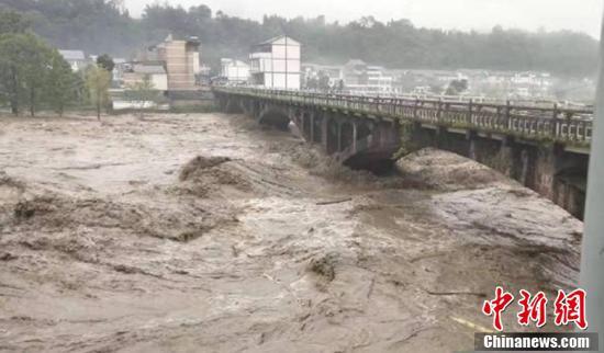 强降雨致四川部分地方严重受灾 省水利厅向雅安调拨救灾物资