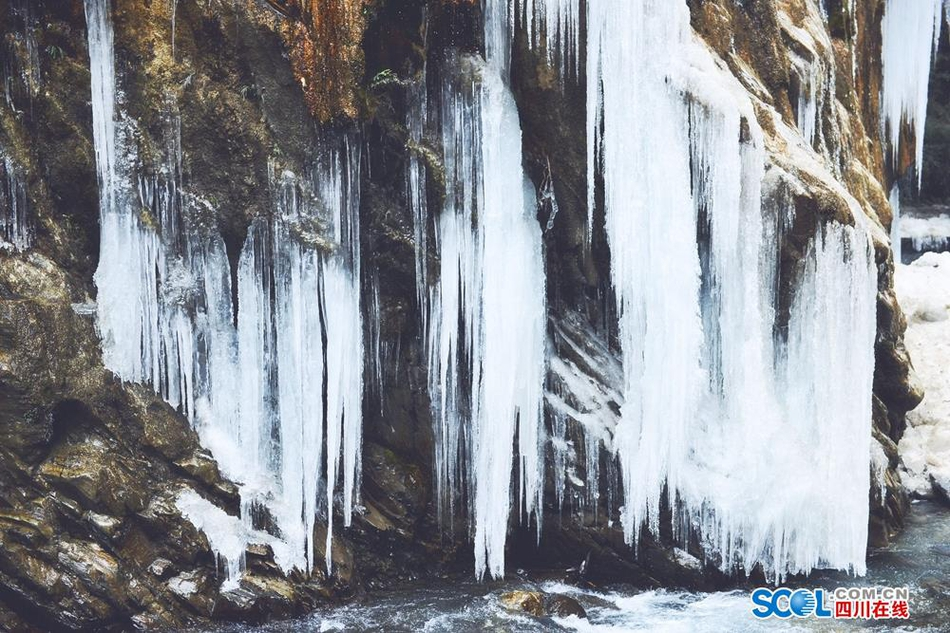 超震撼 北川大山里藏着一处冰瀑景观