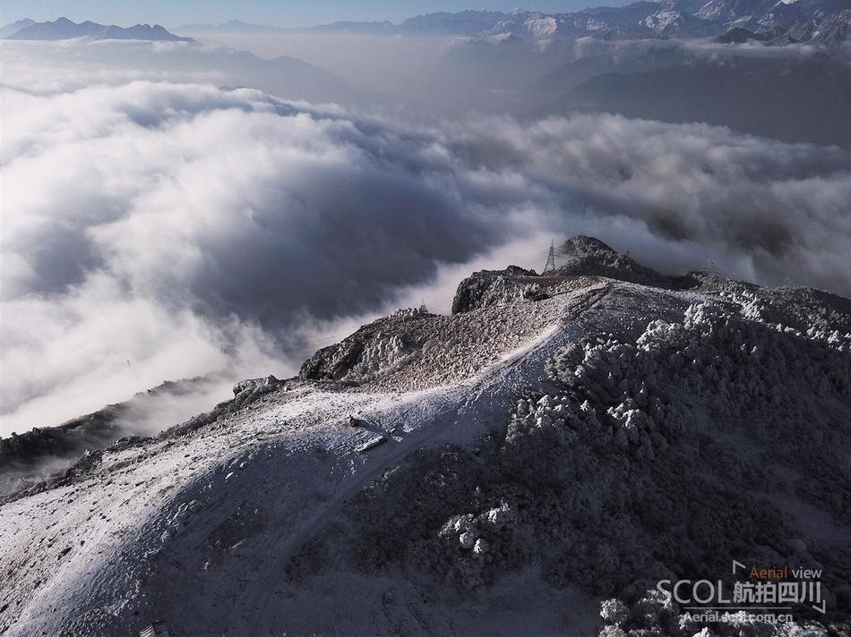 带你腾云驾雾 瞰红岩顶雪山云海