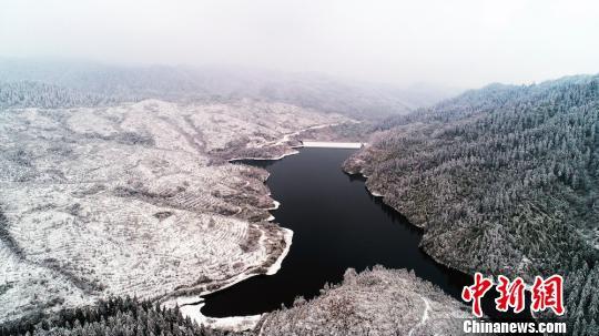 四川古蔺雪中山水美如画