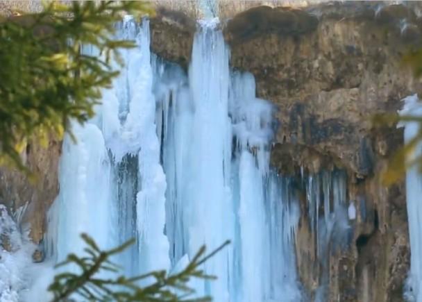 九寨沟现罕见蓝冰奇观 变身童话世界
