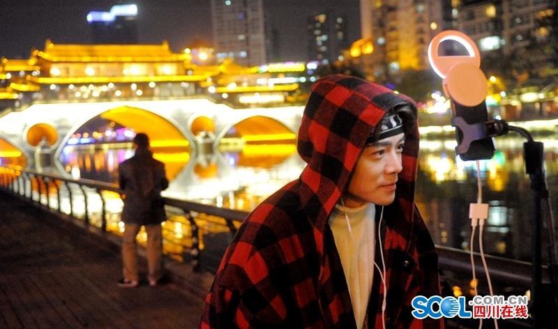 成都 浪漫锦江河畔夜色网红哥