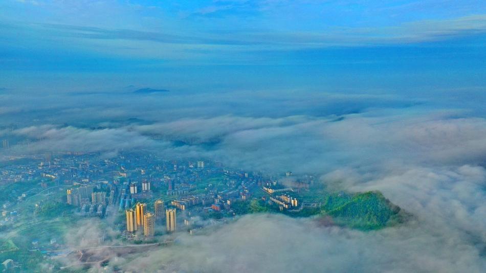 穿过云海看嘉陵江畔这座城 让人如痴如醉美爆了