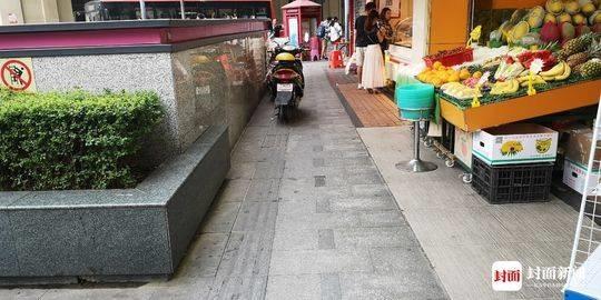 城市街头盲道被侵占 四川省残联:管理规章亟需出台