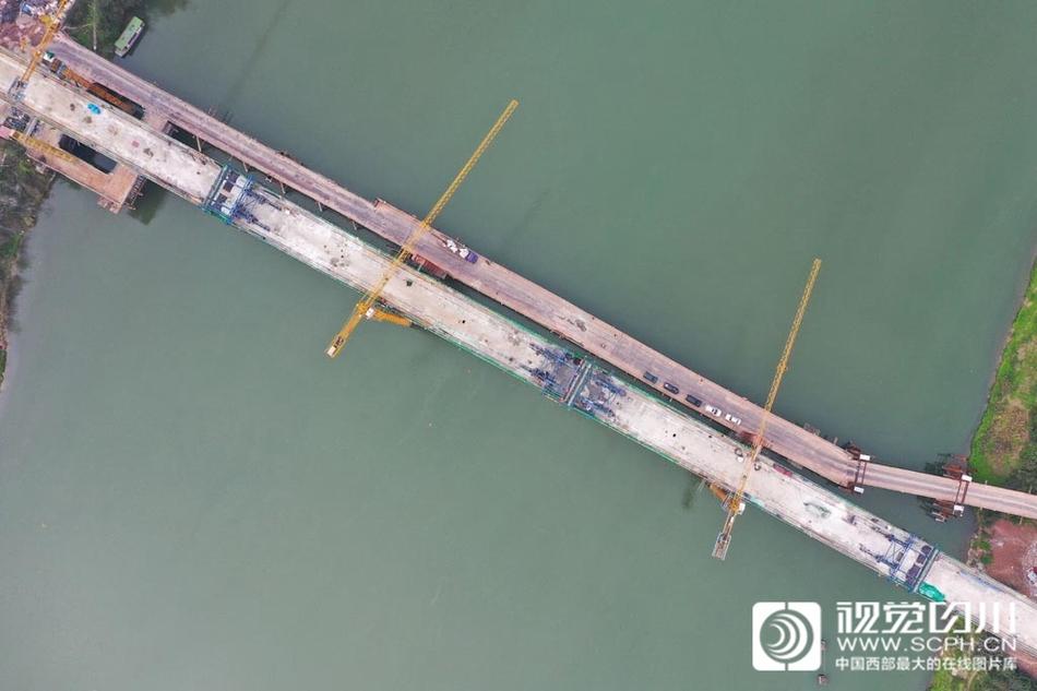 川南城际铁路沱江双线特大桥合拢