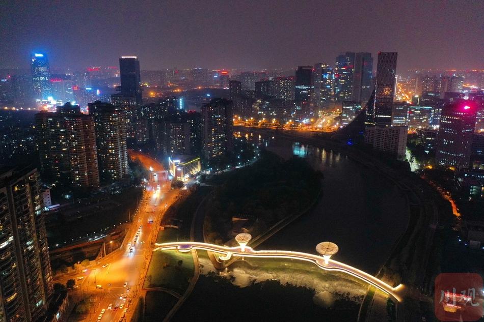 該橋景觀平臺為盛開的馬蹄蓮造型