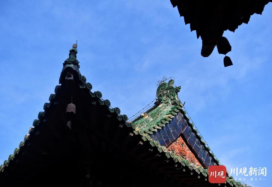 """绵阳深山里藏着一个""""小故宫"""",红墙碧瓦蓝天下美如画"""