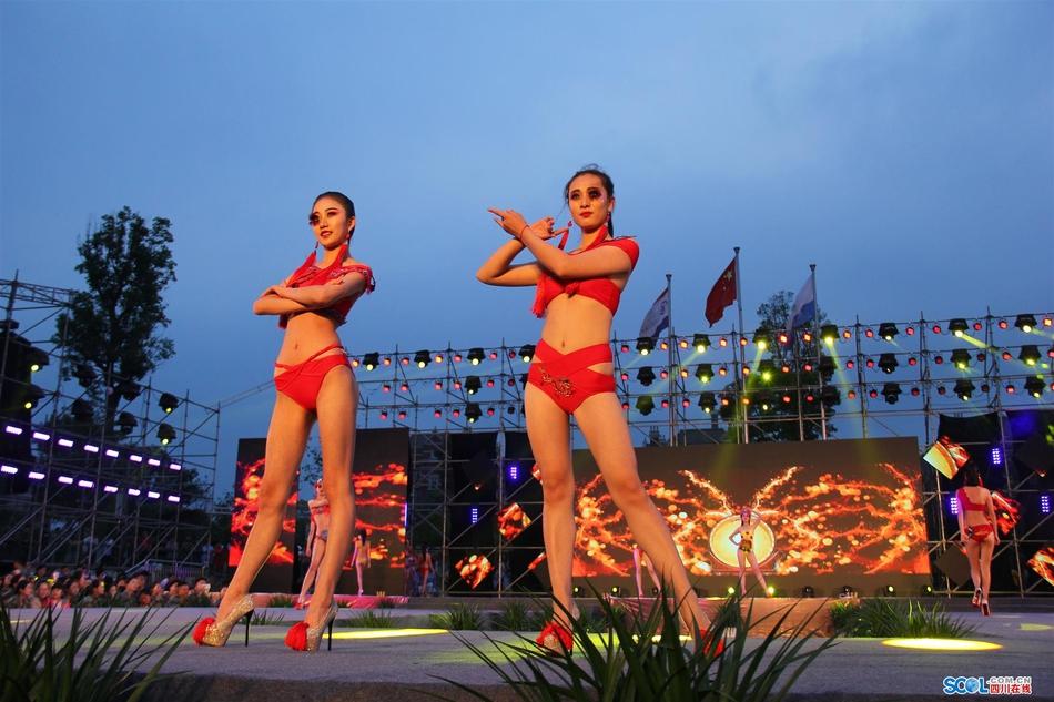大学生自制中国风泳装惊艳T台 展传统文化之美