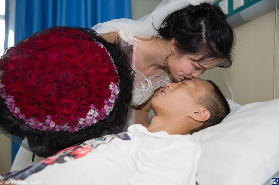 四川小伙重病亲爸丢下4千元走了 女友求婚:你的余生我照顾