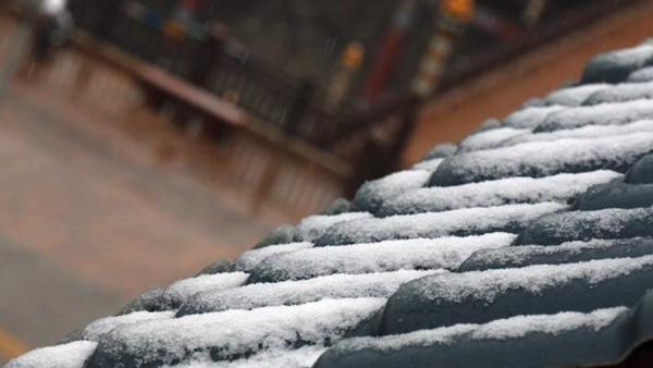 高原天气太任性 壤塘县迎降雪一夜回到冬季