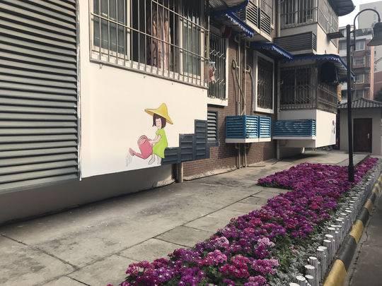 水墨画阳台、小黄人气表箱、熊猫井盖…这个彩绘小区有点萌
