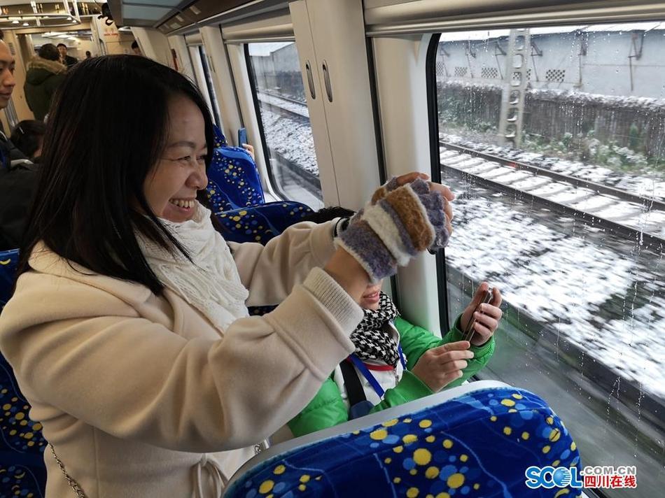 成灌铁路公交化天府号首发 预计2月增至10分钟一班随到随走