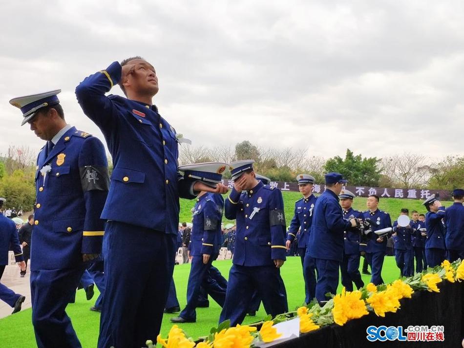 木里森林火灾扑救牺牲烈士悼念活动在西昌举行