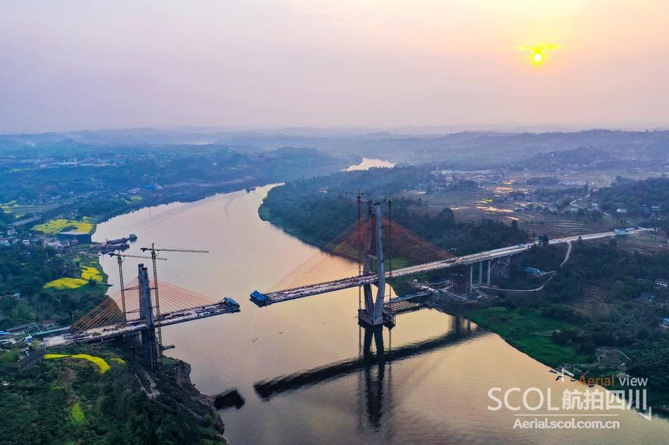 航拍:即将合龙的清溪口渠江特大桥