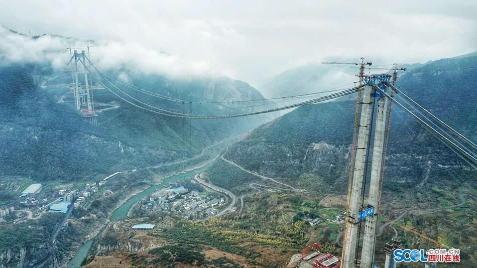 350米高空搭积木 赤水河大桥开始吊装