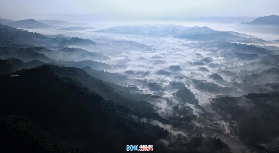 川南云海 一幅漂亮的泼墨山水画