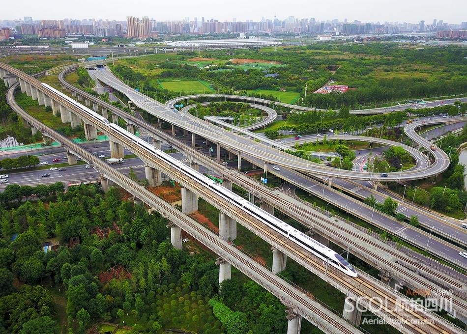 西成高铁运营半年 激发拉近西三角时空距离