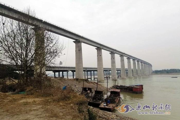 这个工程完工离连乐铁路通车又近了一步