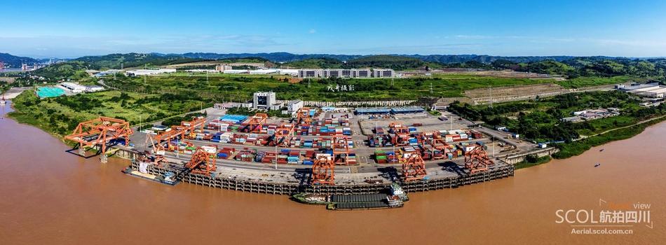 航拍宜宾港志城作业区:四川造重型设备从这离港