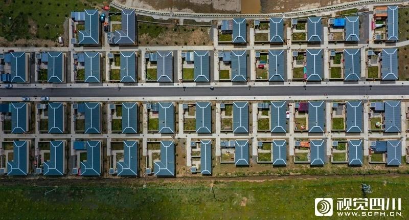 俯瞰甘孜州最大易地扶贫搬迁集中安置点