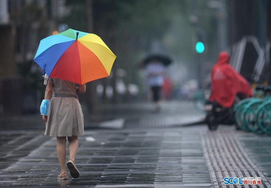 大暑天降雨,成都清晨清风送爽