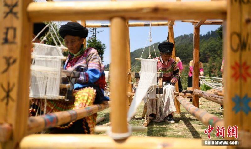 四川德昌傈僳族人的火草织布