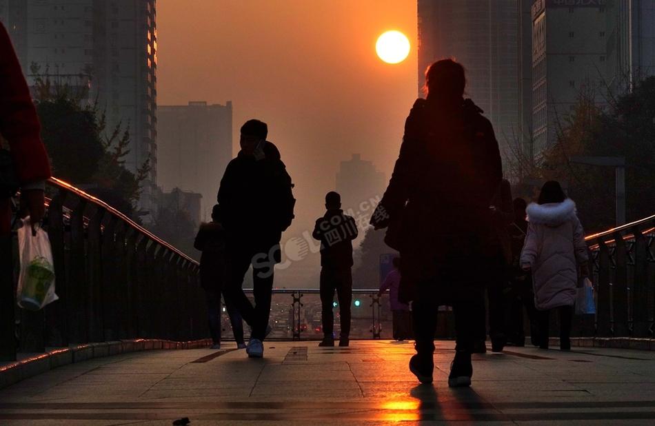 成都蜀都大道清晨观悬日美景