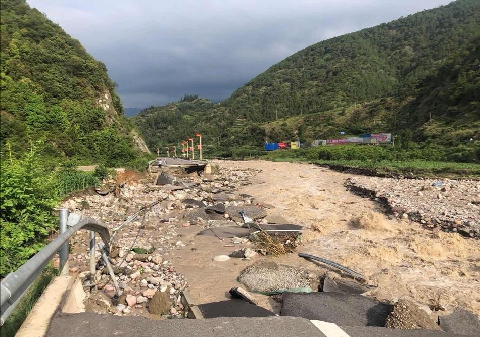 图集丨四川多市州迎暴雨或大暴雨天气
