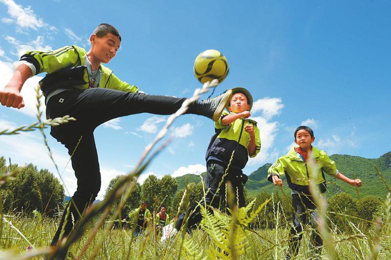高原上掀起足球热