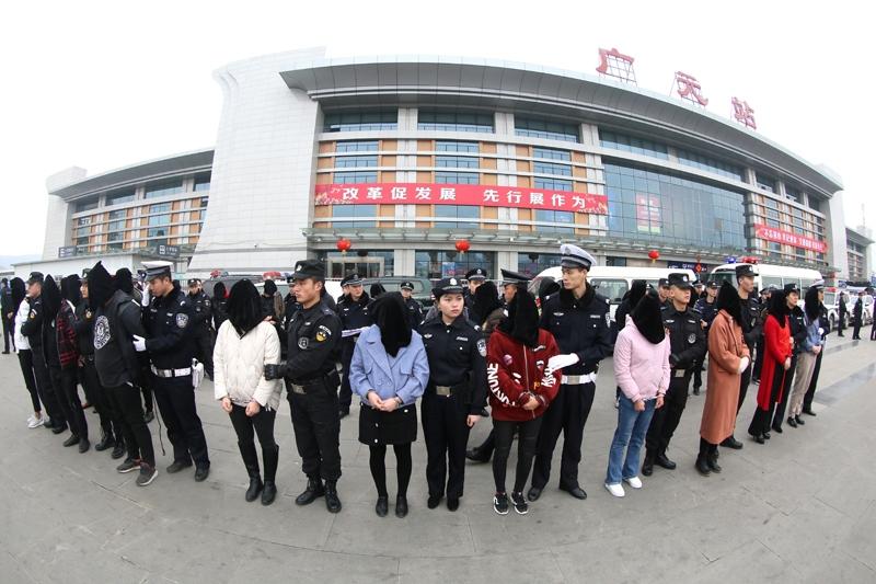 广元警方侦破部督大案 39名案犯被押解回川
