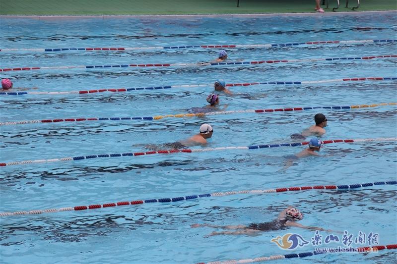 热!热!热!乐山市民泳池觅清凉