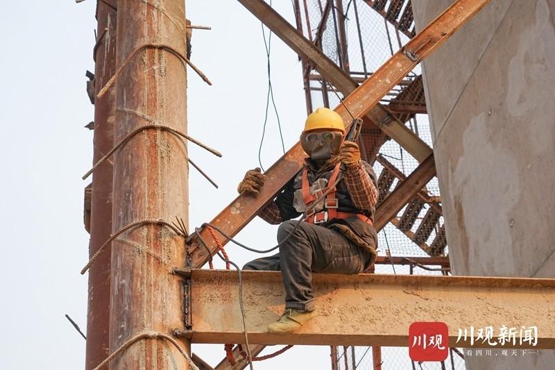 元旦的坚守 成昆铁路峨米段施工人员仍在坚守岗位