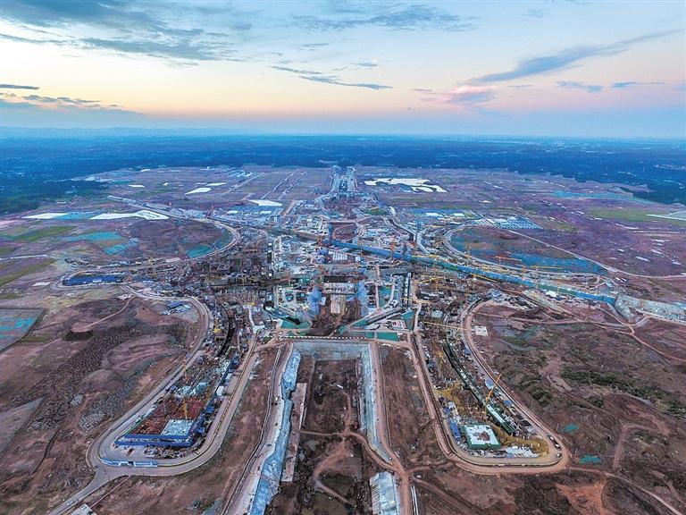 成都天府国际机场建设的日与夜