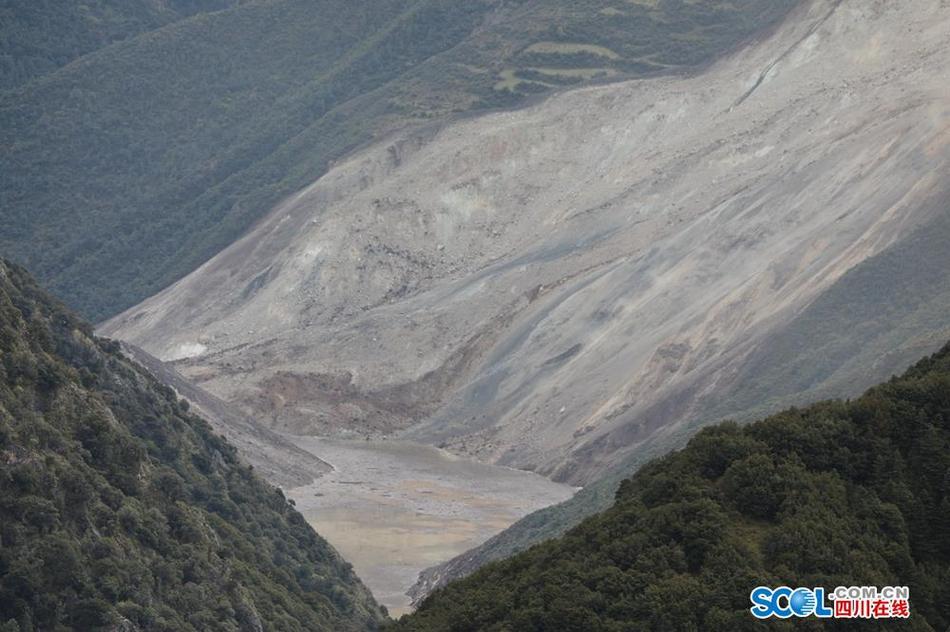 金沙江堰塞湖高清照片:堰塞湖比較大 金沙江斷流