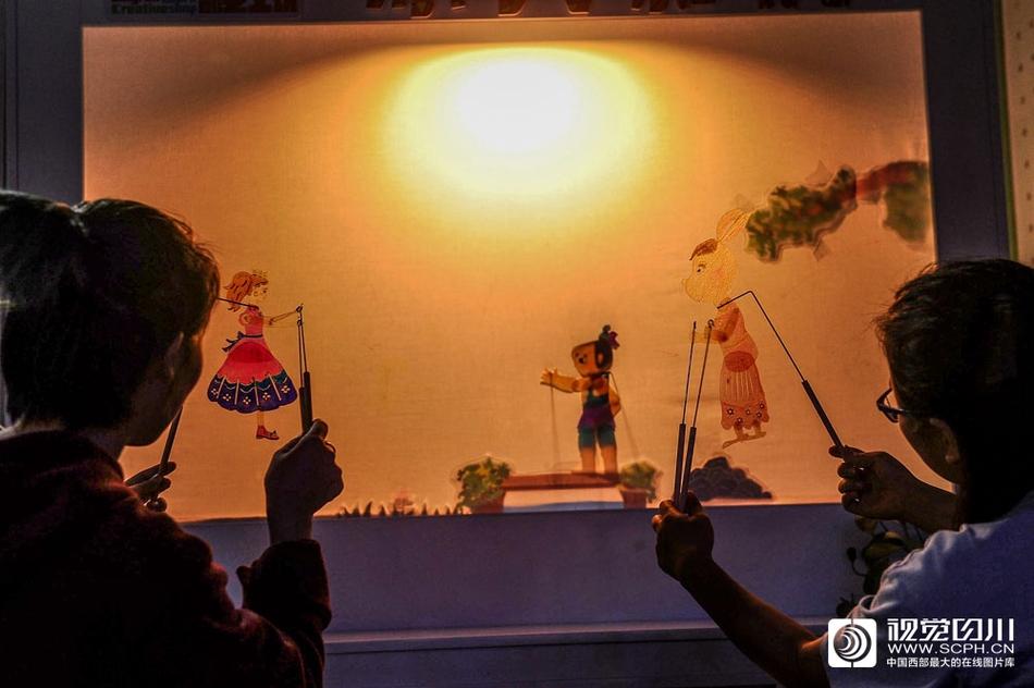 蓉漂青年的创业梦:让2000多岁的皮影戏焕发新活力