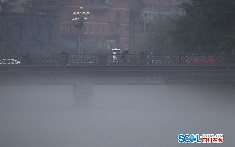凉山终于迎来雨水的滋润 未来两天将继续人工增雨