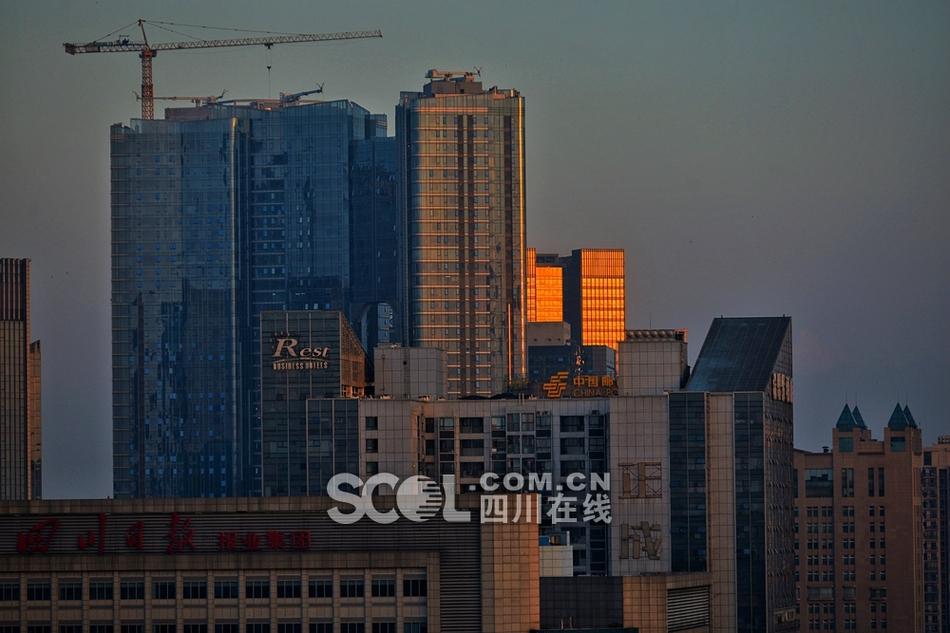 世界环境日 晨曦中的成都市中心