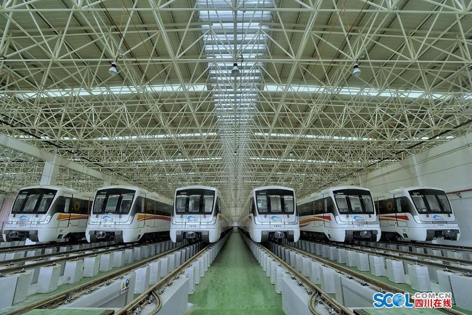 成都地铁喜提10号线二期首批新车 预计年底开通试运行