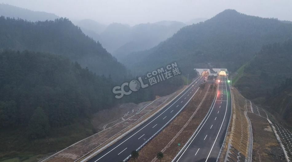 新出川通道荣昌至泸州高速公路建成啦