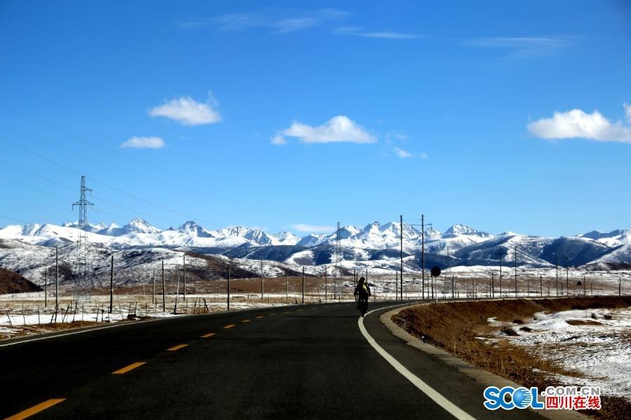 一路上都是冰河、雪山、冰瀑,冬天的阿坝,美不胜收!