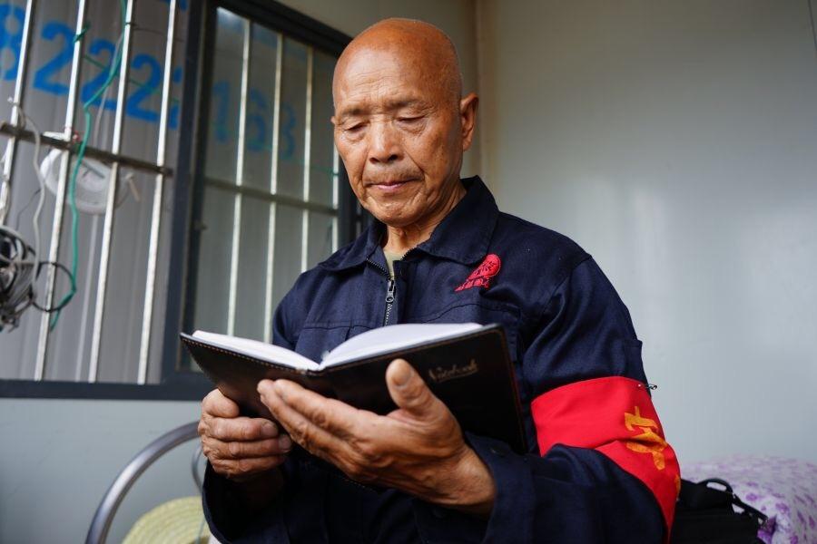 南充68岁保安的诗和远方