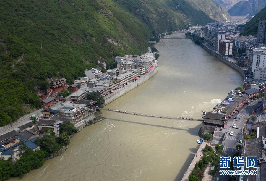 穿越历史的桥梁 见证川藏线变迁