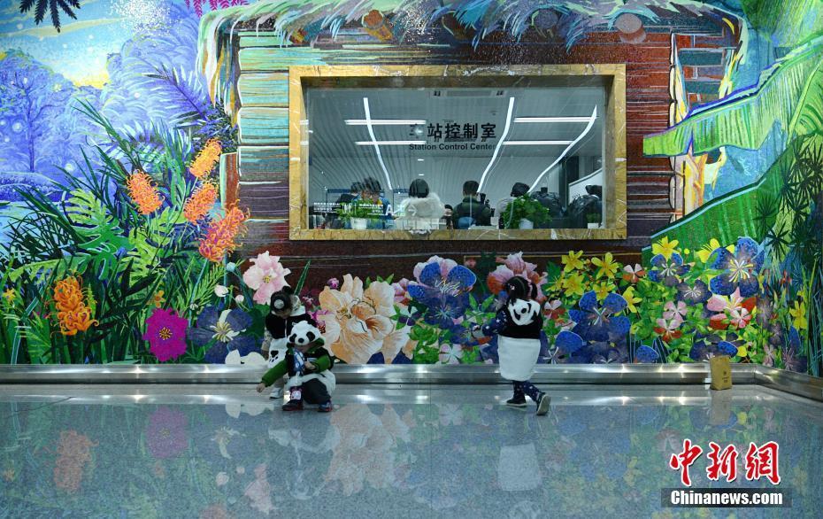 成都地铁3号线新线迎首批乘客