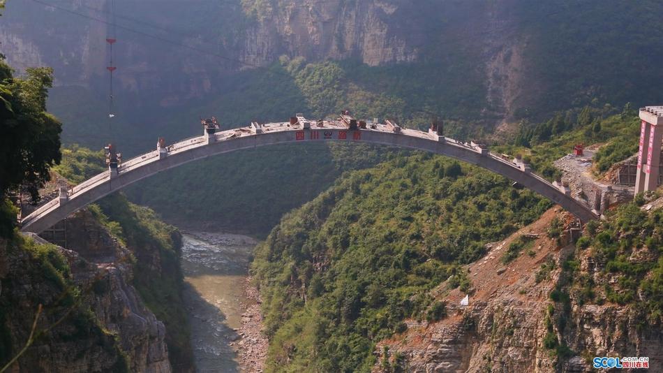 打卡网红桥:一桥飞架鸡鸣三省地 2小时路程缩短成1分钟
