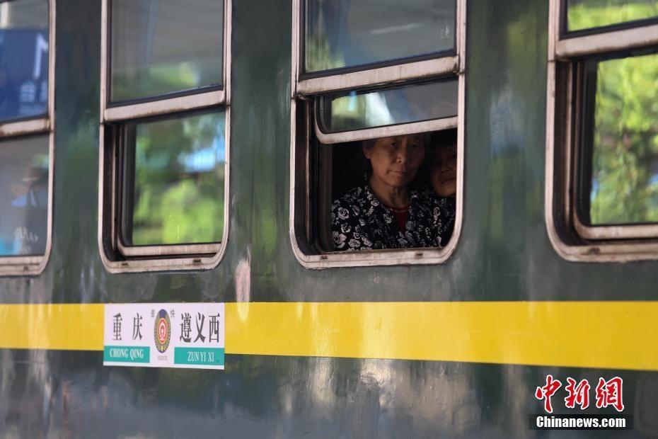 渝黔铁路线上的绿皮慢火车 票价最低2元