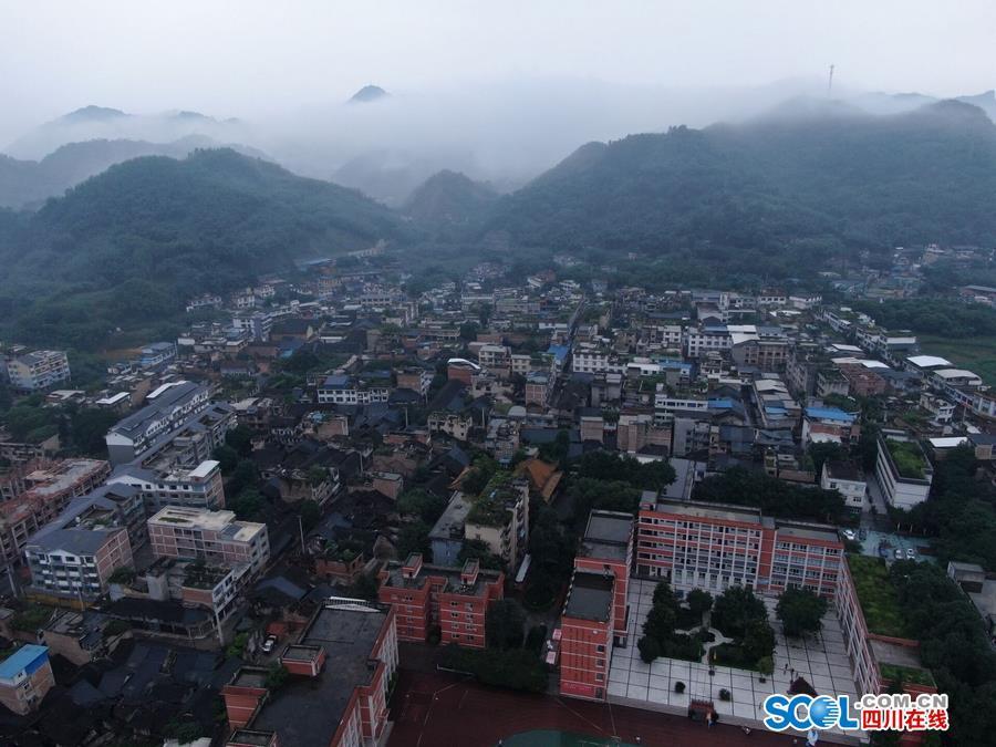 四川省地震局专家:地质构造纵横交错 是余震频发主要原因