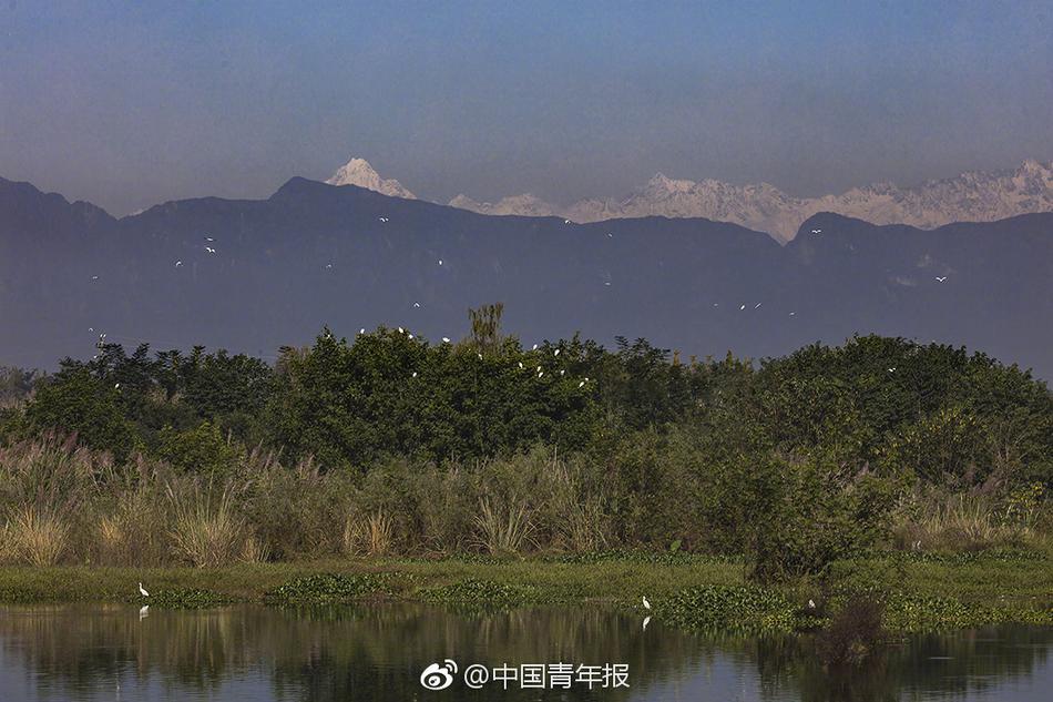 成都温江重现窗含西岭千秋雪